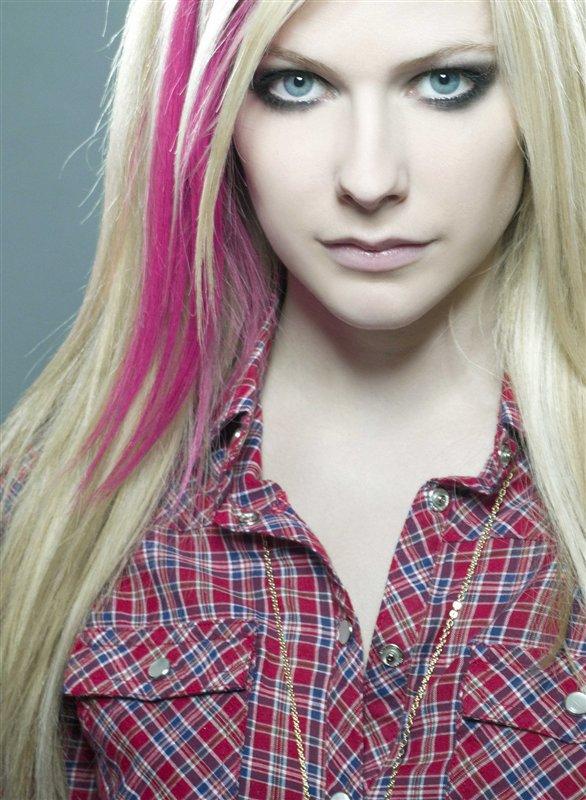 Avril Lavigne Brown Hair. avril lavigne brown hair.