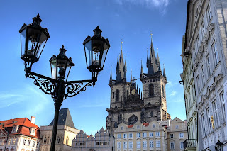 tyn előtti szűz mária templom prága csehország hdr lámpaoszlop
