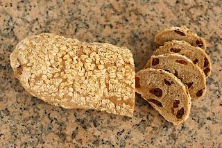 házi kenyér gránit gránitlap aszalt sárgabarack zabpehely barna kenyér teljes kiőrlésű liszt