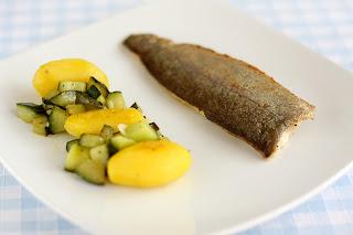 sült hal sült pisztráng filé pisztrángfilé sült uborka salátauborka kígyóuborka fokhagyma új krumpli burgonya újkrumpli