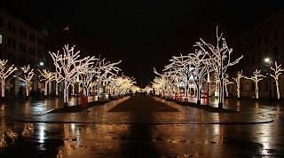 strasse unter den linden hárs hársfák alatt karácsonyi kivilágítás világítás esti fények
