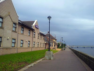 Dundee's fantastic Premier Inn set in luscious landscaping