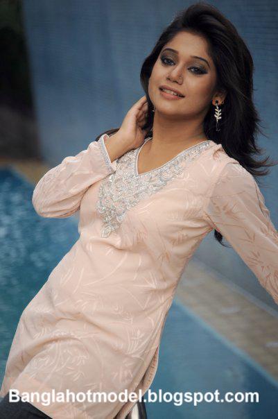 Nova Bangladeshi hot model