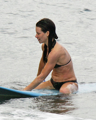 Evangeline Lilly's hot & sexy picture in water
