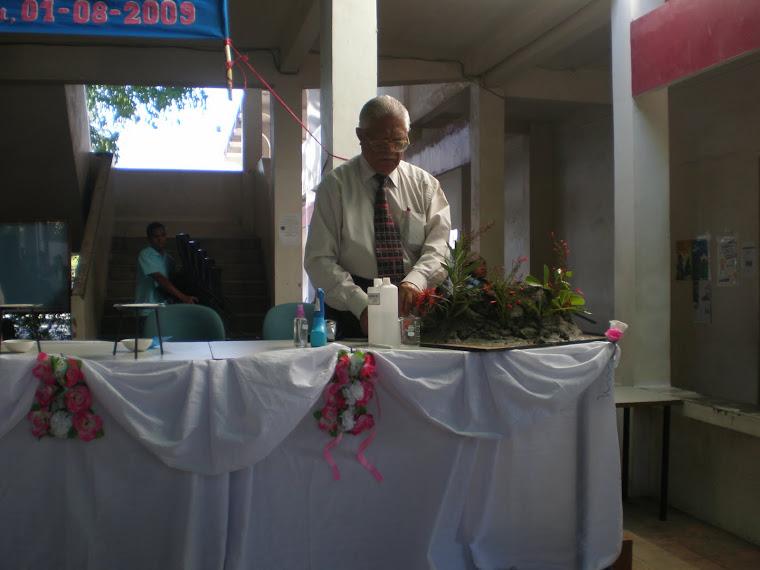 Bp. Drs. Hiskia Ahmad, Guru besar Kimia dasar ITB Bandung
