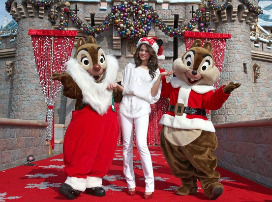 Celebrities Santa Claus Inspired Christmas Outfits Love