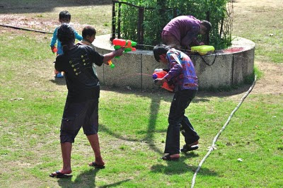 Posted by vibha Malhotra: Holi is a very good excuse for children to get dirty and drenched and not get scolded for it and is also a great opportunity for adults to revisit their childhoods. This holi was a racquet in our locality. See for yourself.:  Both the sides were armed with the latest weapons!