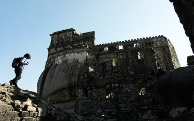 Posted by Vibha Malhotra : Madan Mahal - Watch Tower of the Past : Front View of the Fort - Notice the Solid Rock at Bottom-Left