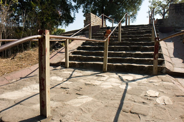 Posted by Vibha Malhotra: Chausath Yogini Temple - Jabalpur : Stairs leading up to the temple