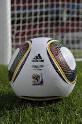 O Luiz Fabiano o que a coitada da bola tem ???
