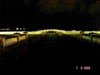 Ponte Metálica na faixa de areia, sobre o Canal 5 próxima ao mar - Foto de EMILIO PECHINI em 07/08/2008