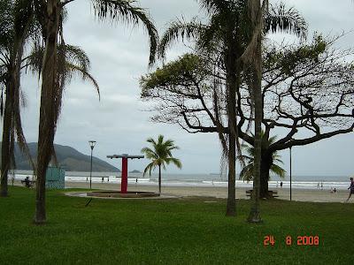 Jardins da praia do Embaré - chuveirinho próximo à faixa da areia