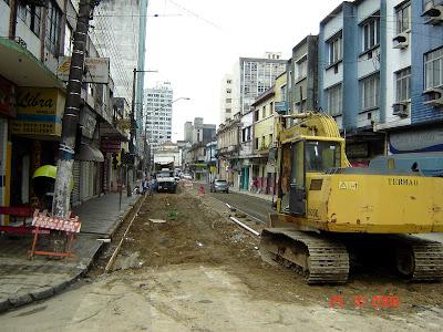 Obras de instalação de trilhos na Rua Frei Gaspar - foto de Emilio Pechini