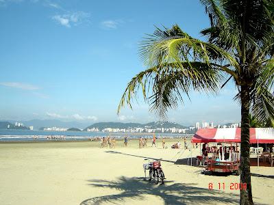Praia da Aparecida em Santos - ao fundo, a Ilha das Palmas - Foto de Emilio Pechini em 08 de Novembro de 2008
