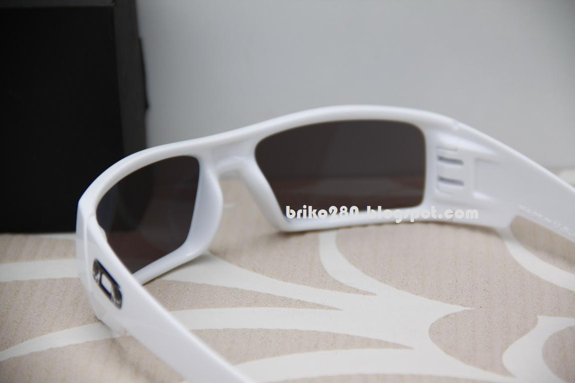 custom oakley gascan mstt  oakley Gascan Custom with BlackSkull icon Can't find this design in retail  shop!! Polished white frame with BlackIridium lense