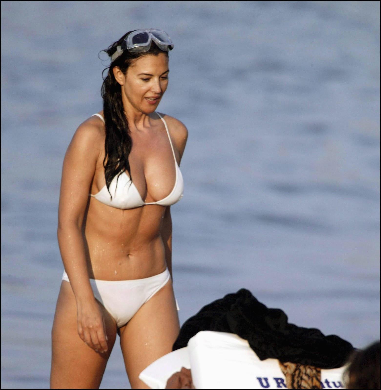 http://1.bp.blogspot.com/_A8qkt_YpKNU/TQ9nOBijpDI/AAAAAAAAATQ/DhijJZ-_ryU/s1600/monica+bikini_2.jpg