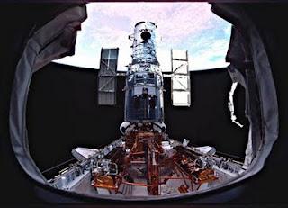 等待释放的哈勃太空望远镜