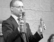 Robert Ek pastor på Livets ord säljer Ikoner, avgudar