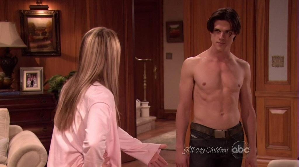 Finn wittrock shirtless