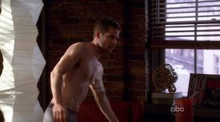 Luke Macfarlane Shirtless on Brothers and Sisters s4e20