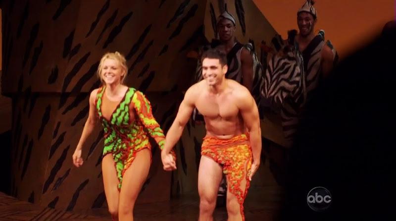 Roberto Martinez Shirtless on The Bachelorette s6e04