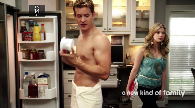 Bryce Johnson Shirtless on Pretty Little Liars on s1e03