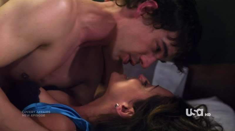 Christopher Gorham Shirtless on Covert Affairs s1e07