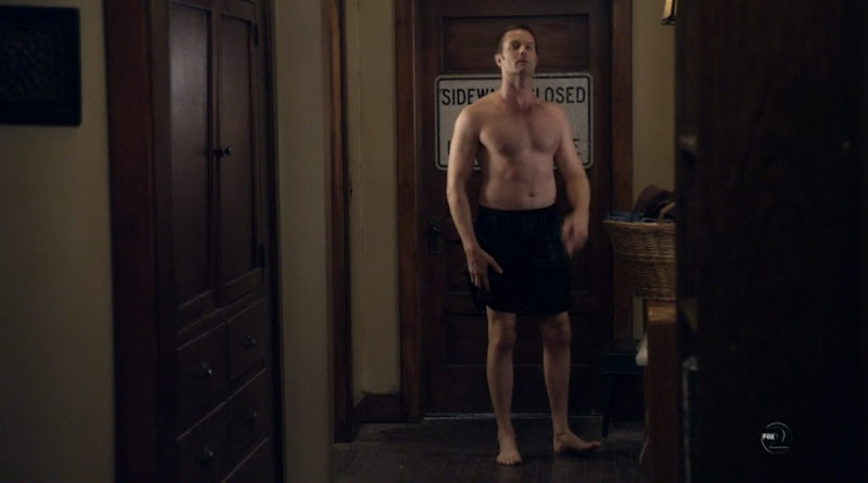 Garret Dillahunt Shirtless on Raising Hope s1e02