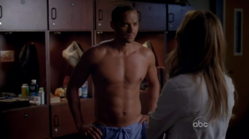 Jesse Williams shirtless on Greys Anatomy s7e04