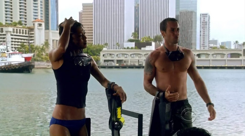 Alex O'Loughlin Shirtless on Hawaii Five-0 s1e10