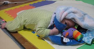 赤ちゃん_寝返り_トライ