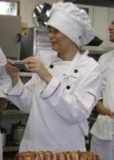 Eu, de cozinheira.