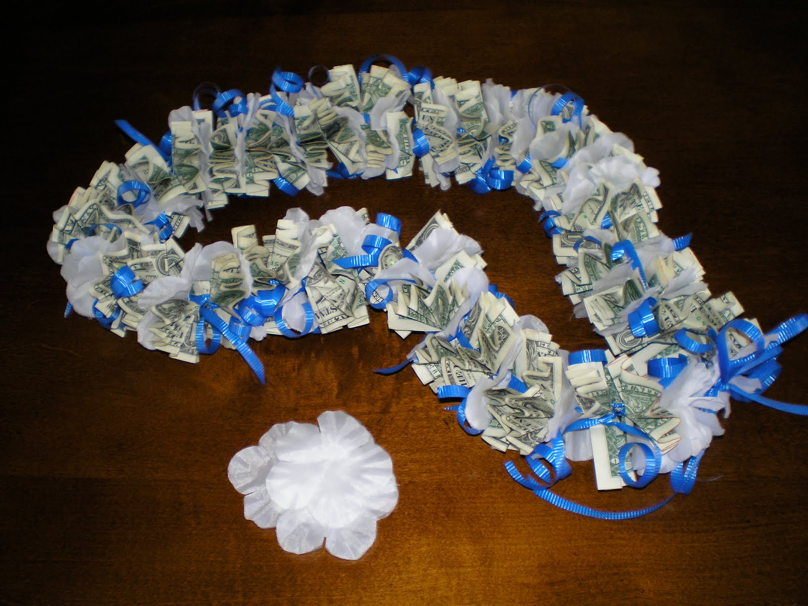 LEIS MONEY ORIGAMI