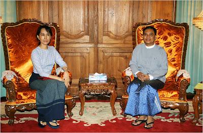 Suu Kyi y Aung Kyi