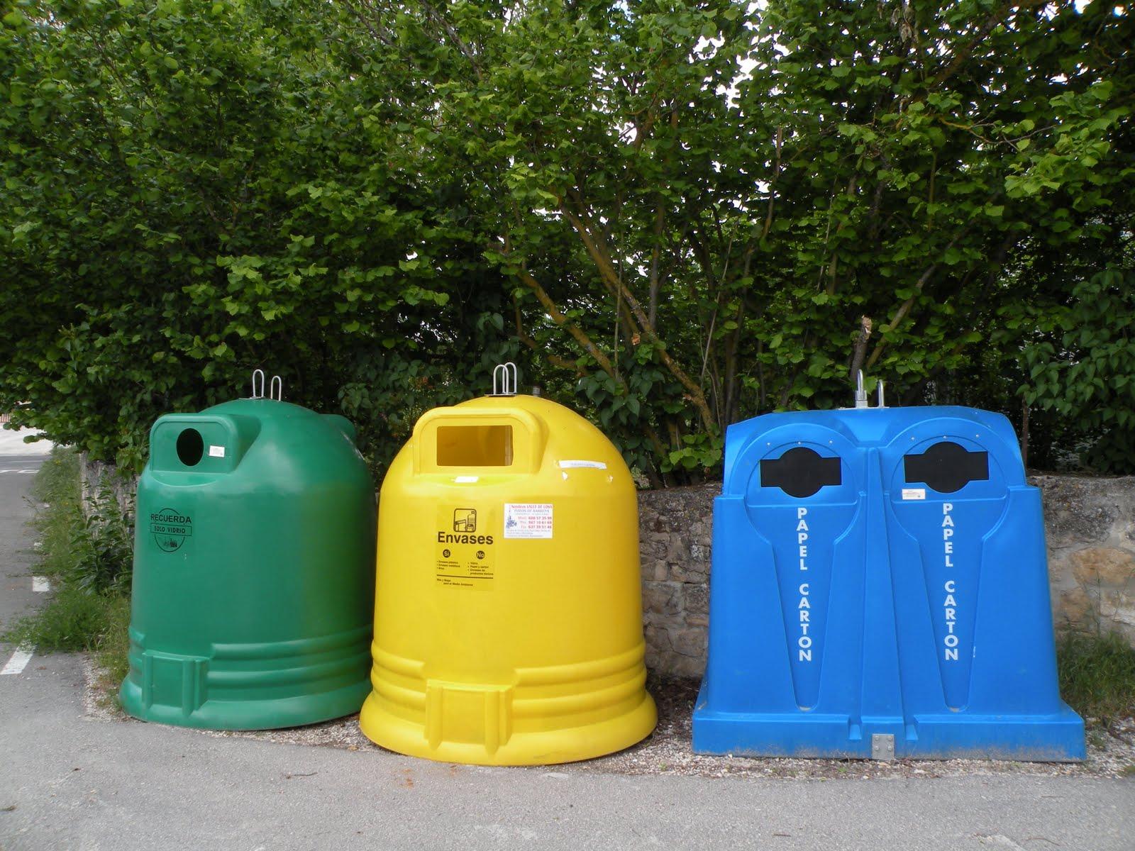 Nos han puesto contenedores de reciclaje - Contenedores de reciclar ...