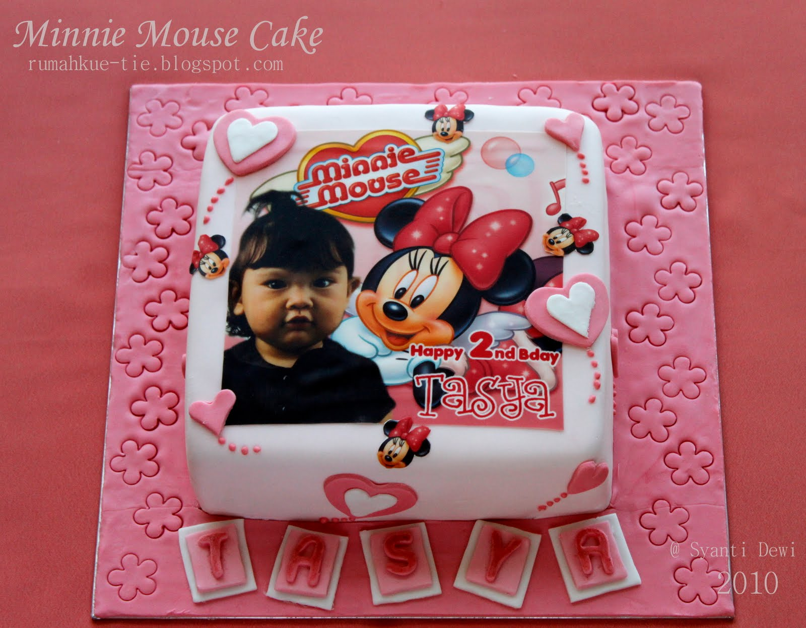 Minnie Mouse Cake and Cupcake