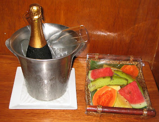 Complimentary honeymoon champagne (and fruit platter)