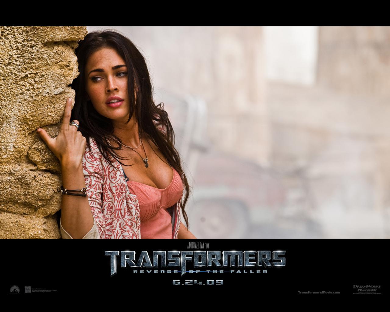 http://1.bp.blogspot.com/_AGs2bLcznPI/TFO7-W_6amI/AAAAAAAAAJ4/DSpdO8wXWec/s1600/Megan_Fox_in_Transformers.jpg