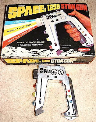 Space 1999 Stun Gun http://classictoymuseum.blogspot.com/2010/02/space-1999-stun-gun-toy-by-remco-in.html