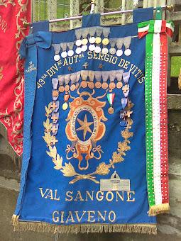 """Lo stendardo della 43° div. aut. """"sergio De Vitis"""""""