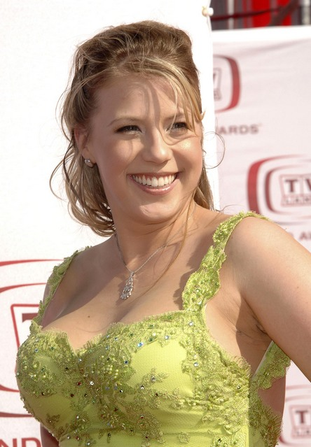 jodie sweetin engagement ring picture. jodie sweetin twitter