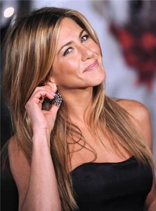 jennifer aniston long hair pics