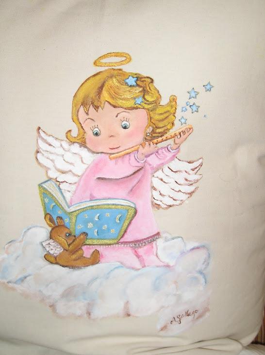 Angelito pintado en cojín