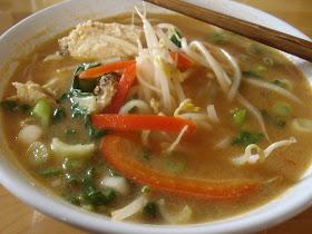 Presque végé: Soupe satay au poulet
