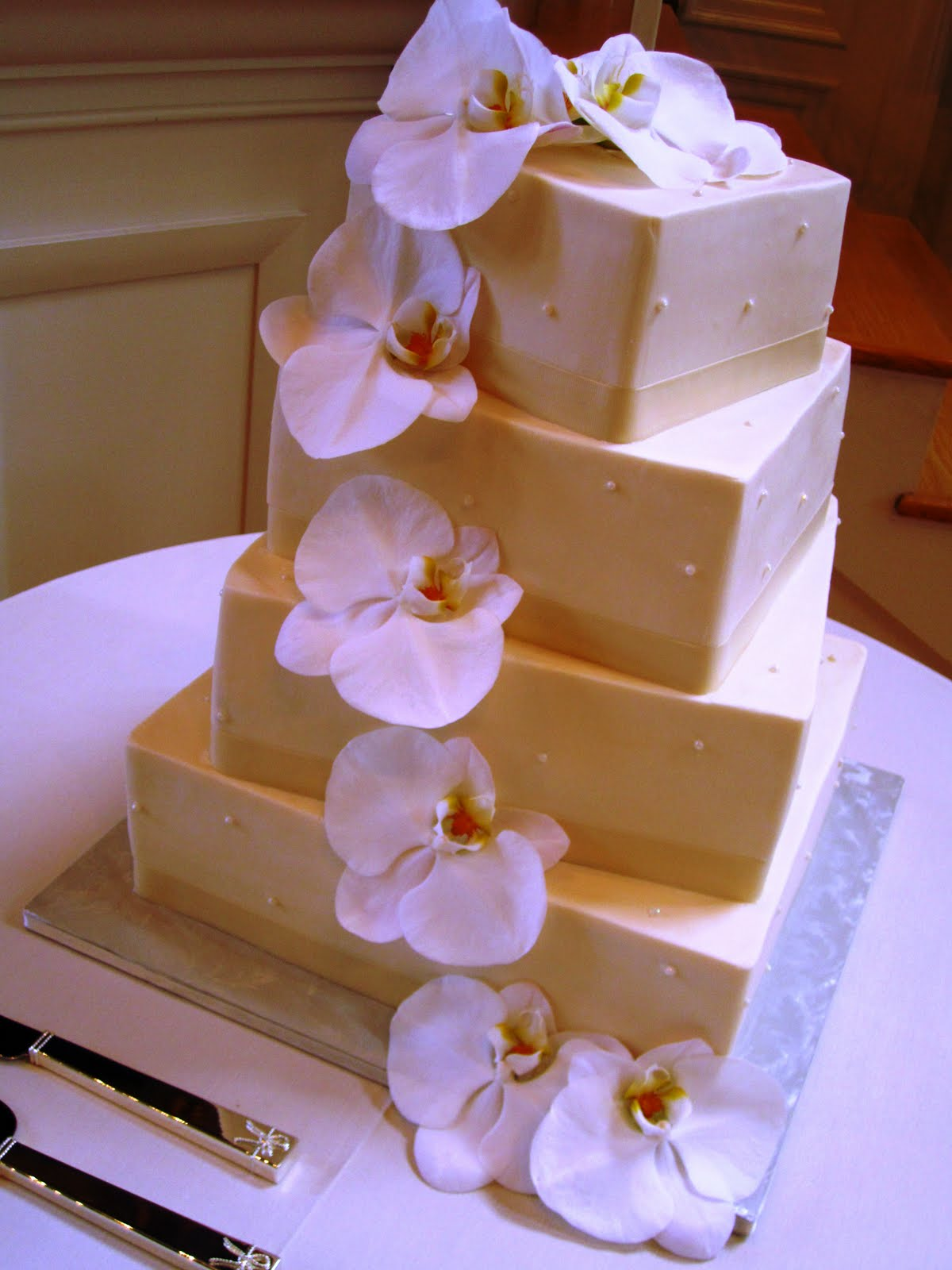 What A Cake Dianne Rockwell The Lady Out Of Lancaster Made This Very Elegant To Highlight Some Biggest Orchids I Have Ever