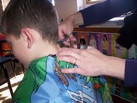 A cabeleireira na escola