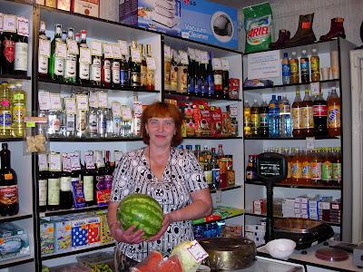 в-магазине-эгвекинота-предлагают-арбуз