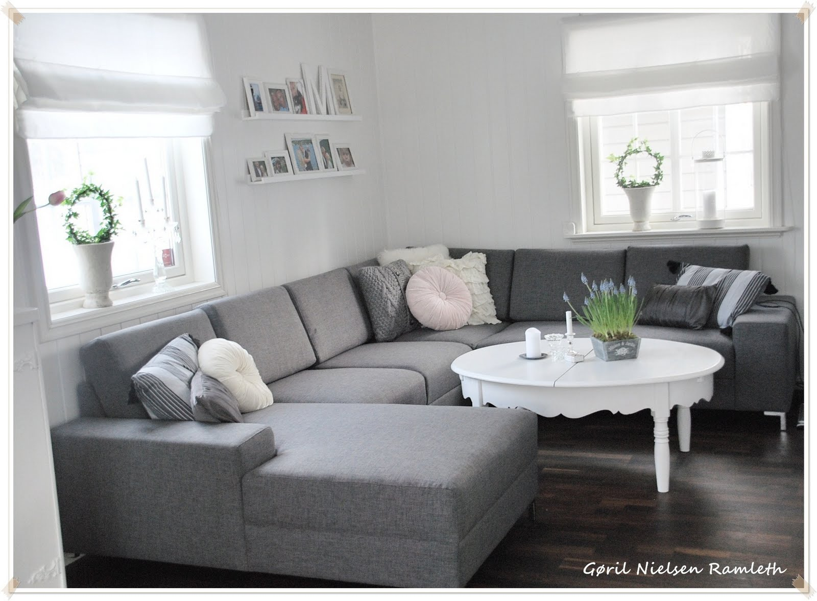 Stue Med To Sofaer: Boston brown and cushions on. Stue møbler ...