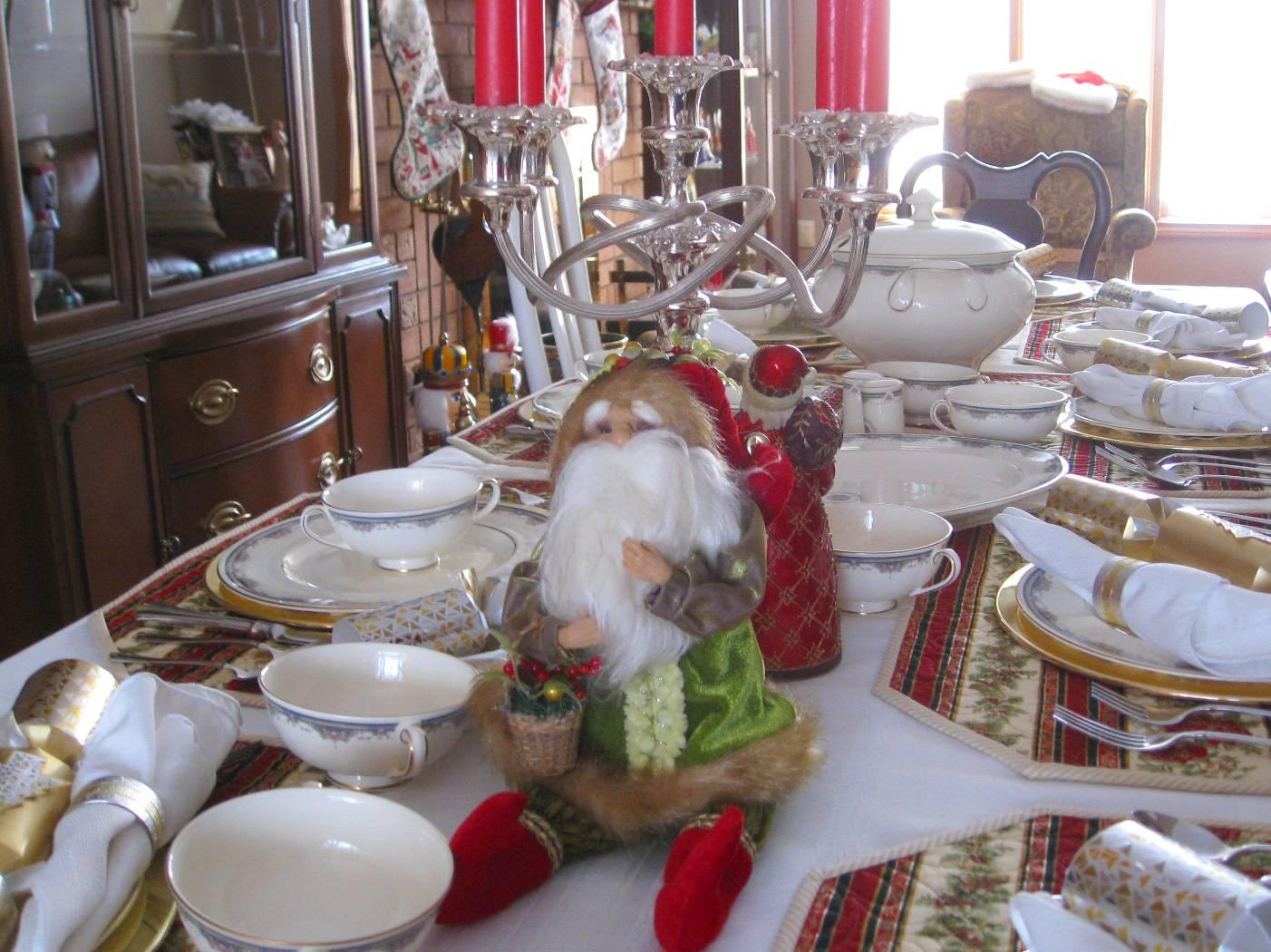 http://1.bp.blogspot.com/_AUrbDSzDvMs/TRZjmAacxWI/AAAAAAAACGI/vtqHb87S5Ug/s1600/Christmas_Table.JPG