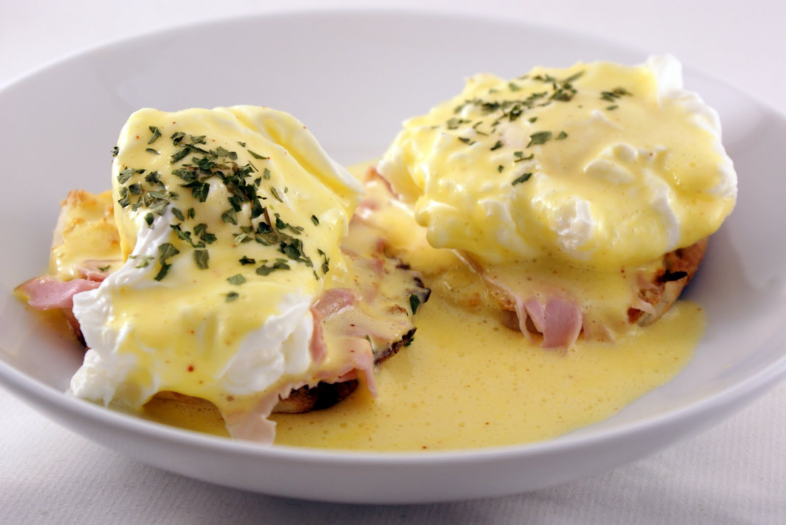 The Merlin Menu: Eggs Benedict